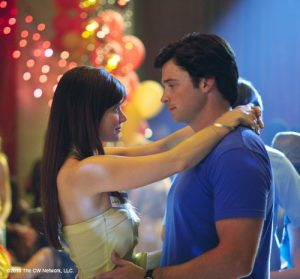 Erica Durance, Tom Welling in 'Homecoming'